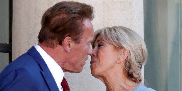 Arnie knutscht Frankreichs First Lady