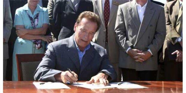 Arnie unterschreibt strengen Klimaschutz