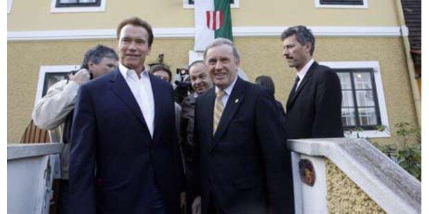 Arnie auf Kurzbesuch in Österreich