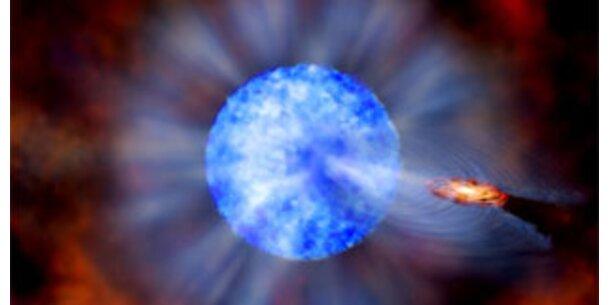 Gewaltiges Schwarzes Loch gibt Rätsel auf