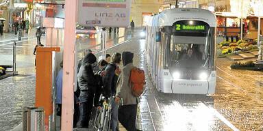 Linz: Bande raubte 17-Jährigen aus