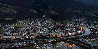 Corona-Hotspots: Wo die Zahlen jetzt voellig explodieren: Bezirk Schwaz