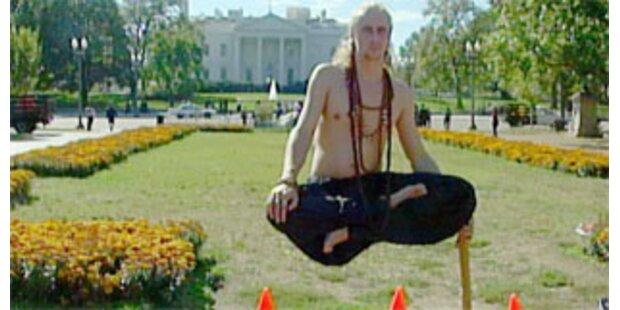 Magier schwebt vor dem Weißen Haus