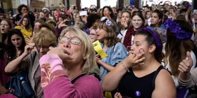 Schweiz: Frauen streiken für Gleichberechtigung