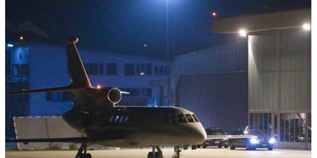 Gaddafi lässt Schweizer Geiseln frei