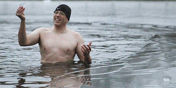 Weihnachtsschwimmen trotz Eiseskälte
