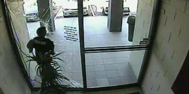 Video: Taschendieb rennt in Glastür
