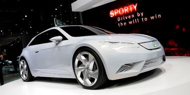 Seat trumpft mit der Elektroauto-Studie IBE auf. Hier sorgt ein neuer bis zu 105 PS starker Elektromotor für emmissionsfreien Vortrieb.