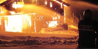 Großbrand in 200 Jahre altem Holzhaus