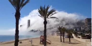 Mysteriöser Nebel am Strand
