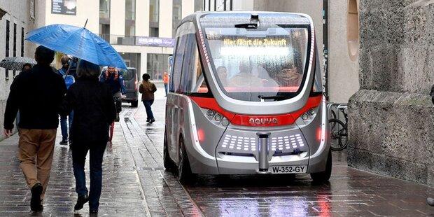 Der automatisierte Minibus fährt