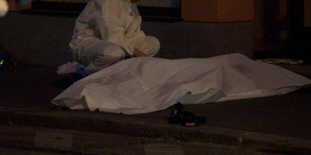 Mann erschießt sich auf offener Straße
