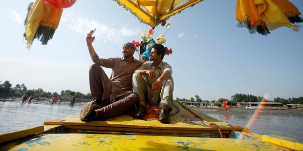 Bis zu 8 Tote wegen Selfie im Boot