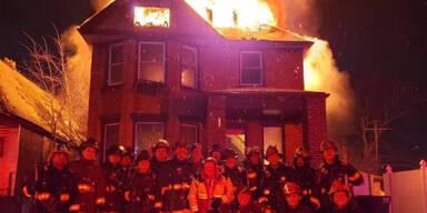 Wirbel um Feuerwehr-Selfie vor Brand-Haus