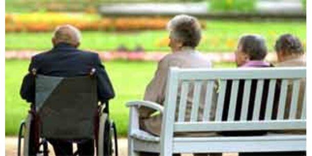 Alte Frauen leiden häufiger an Demenz als Männer