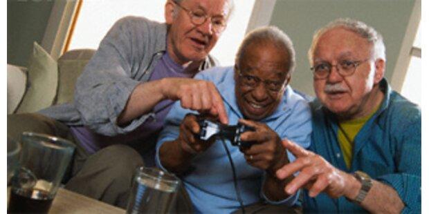 Sechs von zehn Senioren spielen am Computer