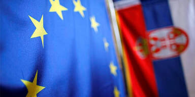 Serbien EU Fahnen