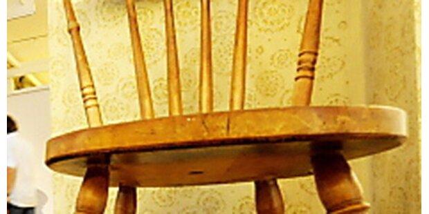 450-Kilo-Mann aus Sessel geschnitten