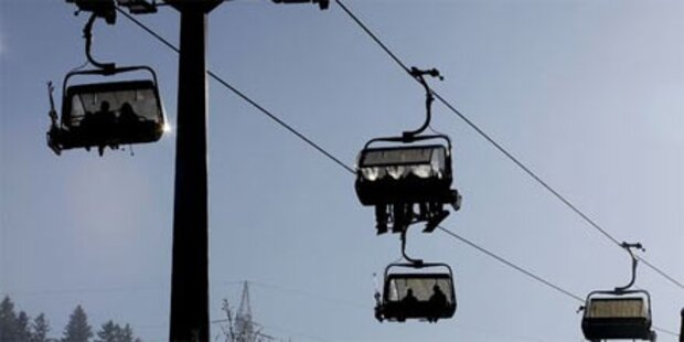 Sechsjähriger fiel vier Meter aus Lift