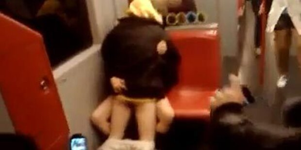 Sex in U-Bahn erregt das Internet