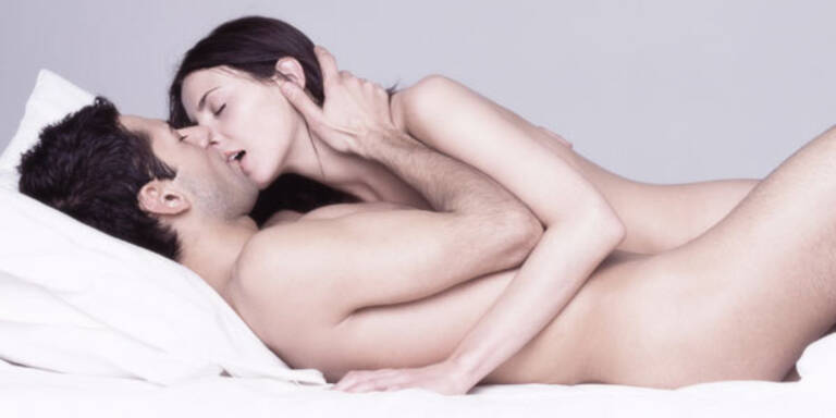 Küssendes Paar beim Sex