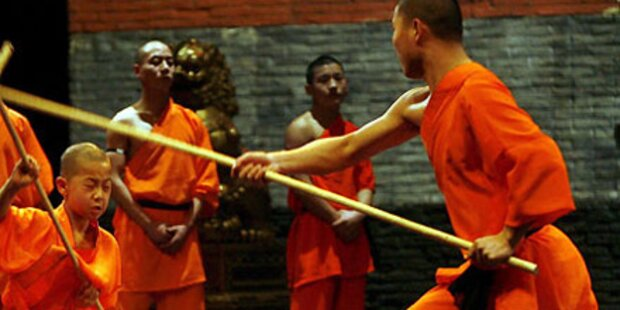 Shaolin-Mönch zu Besuch beim Kanzler