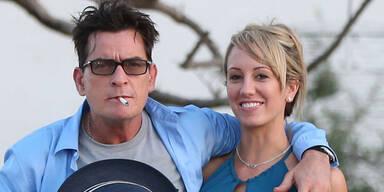 Charlie Sheen mit neuer Freundin