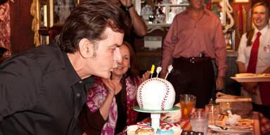 Sheen feiert 46er mit Ex & den Kids