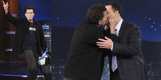 Charlie Sheen küsst Jimmy Kimmel