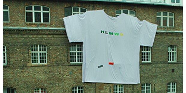Schülerinnen schneiderten XXXL-Shirt