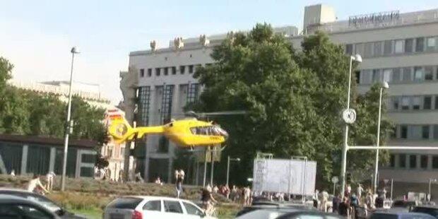 Rettungsheli landet nach Unfall am Karlsplatz