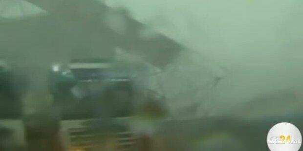 Sturm bringt Bühnen zum Einstürzen
