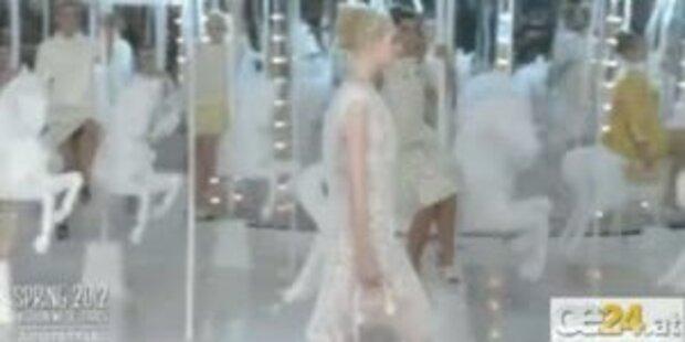 Unschuld im Federkleid: Kate Moss für LV
