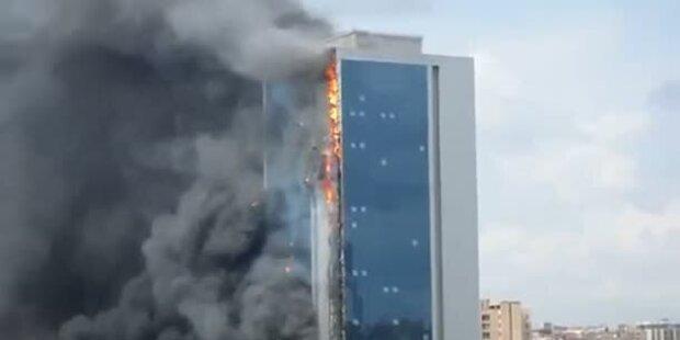 Istanbuler Hochhaus steht in Flammen