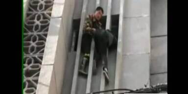 Feuerwehr rettet Fassadenräuber in 20m