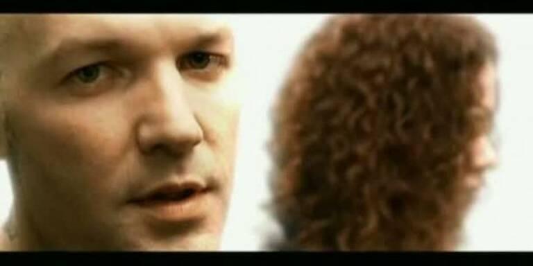 "Limp Bizkit: Musikvideo ""Blue Eyes"""