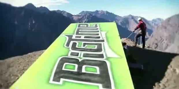Motorrad-Stuntman stürzt sich in Canyon