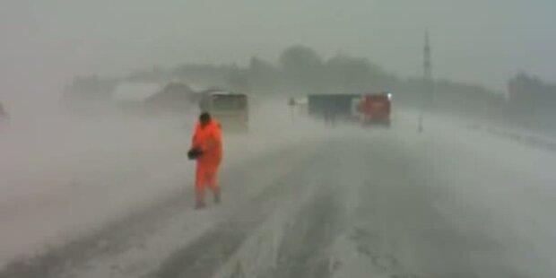 Postbusse von Straße geweht, Lifte gesperrt