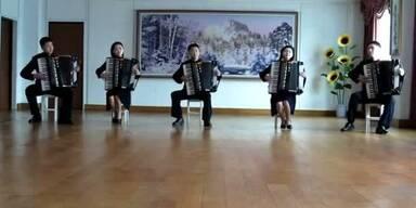 """Korea: """"Take On Me"""" mit Ziehharmonika"""