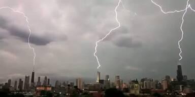 Chicago: Blitz trifft drei Hochhäuser gleichzeitig
