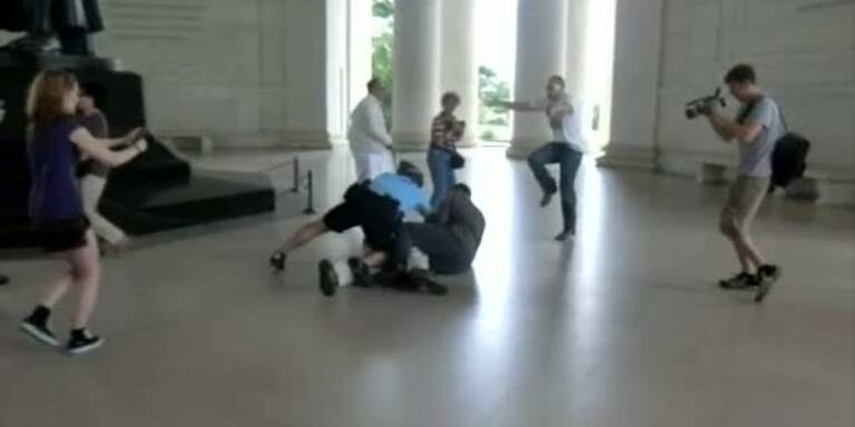 Flashmob am Jefferson Memorial endet brutal