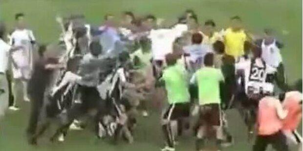 Referee zückt 17 Mal die Rote Karte