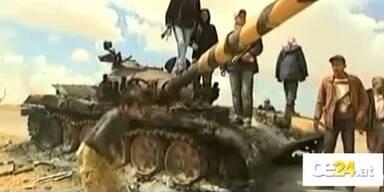 Luftangriffe auf Gaddafis Stellungen