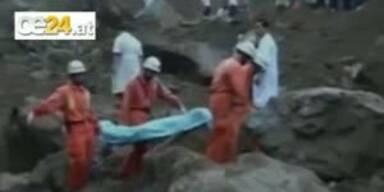 Erdrutsch verschüttet 20 Arbeiter im Schlaf