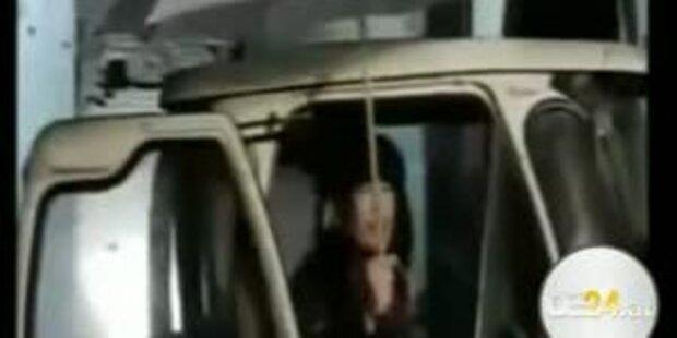 Gadaffi doch in Triplolis? Skuriller Auftritt