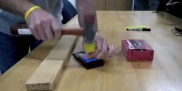 Nokia Lumia Screen 900 im Hammer-Test