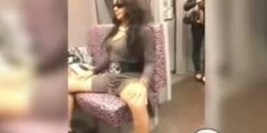 Brasilianerin strippt in der Berliner U-Bahn