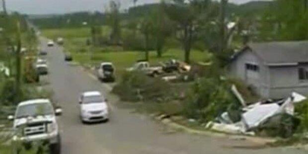 Sicherheitskamera hält US-Tornado fest
