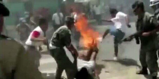 Peru: Soldat fängt bei Militärparade Feuer