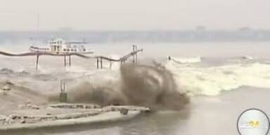 Springfluten reißen hunderte Menschen mit